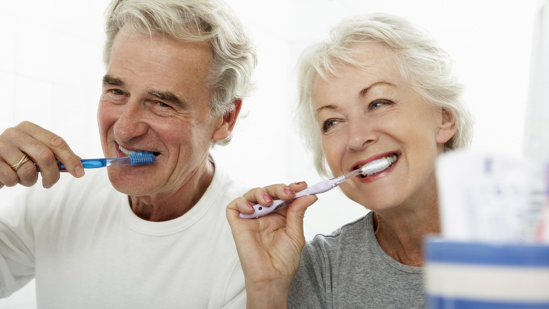 senior-couple-brushing-teeth